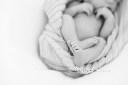 Newborn feet/ Monika Stachura Photography
