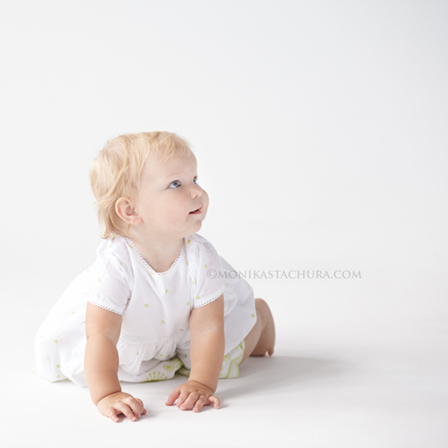 a girl/ Monika Stachura, baby photographer Poland